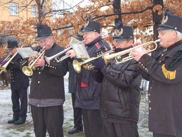 Na snímku jsme zachytili dechovou kapelu, která hrála národní hymnu.