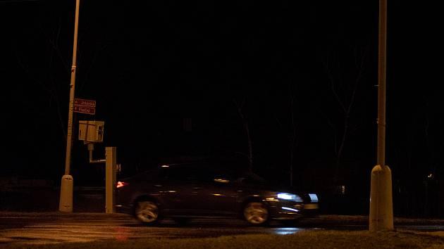 V Chomutově již více jak měsíc fungují dva rychlostní radary na vjezdu do města. K překvapení některých řidičů radary neměří jen ve směru jízdy automobilu k radaru, ale i na odjezdu.