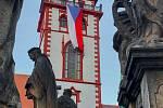V předvečer oslav vzniku republiky se na chomutovské věži objevila vlajka ČR.  (27.10.2020)