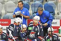 Martin Rýgl (vpravo) na začátku sezony 2013/14 oblékal dres Chomutova.