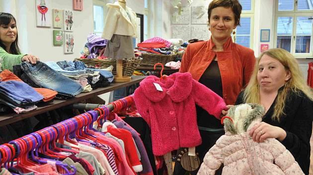 V současné době zaměstnává sociální firma Labutiq osm lidí se zdravotním postižením a další lidi, kteří byli dlouhodobě bez práce. Její hlavní činností je prodej nošeného textilu.