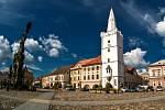 Náměstí v Kadani s budovou radnice a Bílou věží