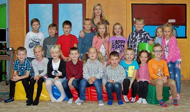 Žáci 1.B ZŠ Duhová cesta vChomutově spaní učitelkou Pavlínou Baierovou