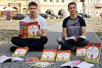 Ondřej Kočan a Jakub Jan Fiala napsali další učebnici angličtiny.