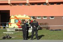 Policisté na místě neštěstí.