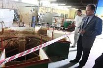 Během slavnostního zahájení stavby si přítomní prohlédli i současné zařízení úpravny.