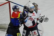 Naposledy Piráti (v bílém) doma porazili hubeným výsledkem 1:0 Budějovice.