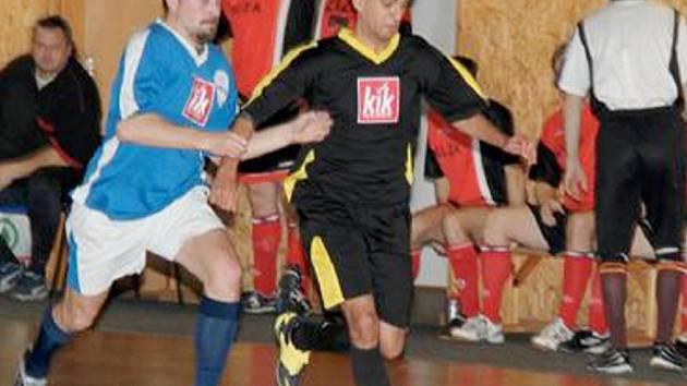 CHOMUTOVSKÁ ZIMNÍ LIGA MALĚHO FOTBALU jede na plné otáčky. Naposledy své zápasy odehráli fotbalisté ze čtvrté a páté zimní ligy.
