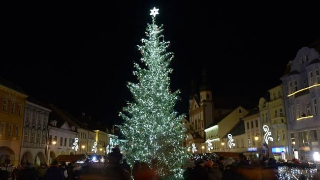 Vánoční trh na náměstí v Chomutově
