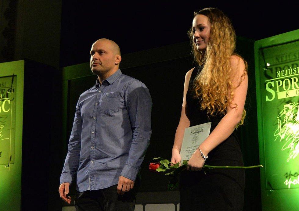 Ladislav Šnelly z Czech Wrestling Chomutov předal zvláštní cenu.