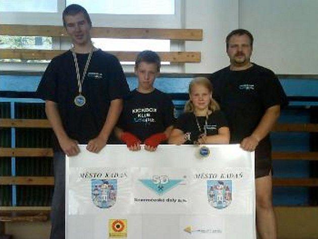KOSAGYM KADAŇ na turnaji v Itálii. Zleva: David Ferencz, Michal Štingl, Nikola Herejková a Jiří Černý (trenér).