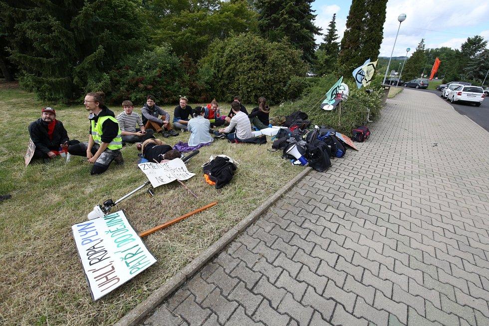 Příležitost u prunéřovské elektrárny využili také aktivisté
