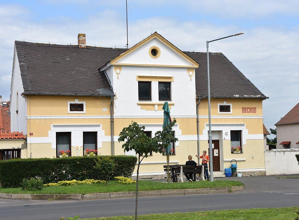 Obchod v centru Račetic.