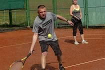 Ve Strupčicích na Chomutovsku hrají tenis a golf.