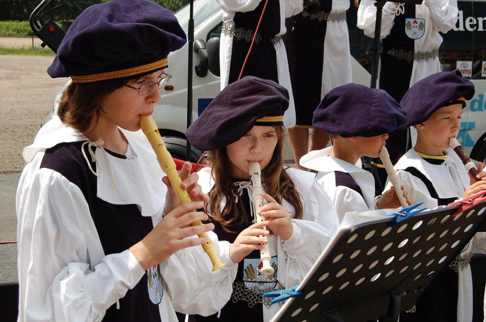 Na Dni s deníkem vystoupili i žáci klášterecké ZUŠ.