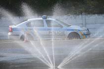 Řidiče policejních a hasičských vozů čeká další proškolení.