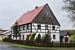 Hrázděné domy jsou typické pro oblast severních a západních Čech.
