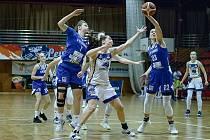 Levhartice oslavily v poháru vítězství.