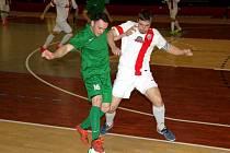 Atletico (v zeleném), v utkání s týmem Hrasl Slaný.