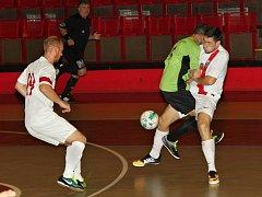 Utkání Atletika Chomutov (v bílém) proti pražským Kobylisám