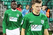 Mahamadou Dramé a Marek Chaloupka nastupují na zápas s Úvaly.