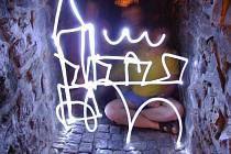 KADAŇ SVĚTLEM. Jeden ze snímků, který vznikl při letním malování světlem v kadaňské Katově uličce.