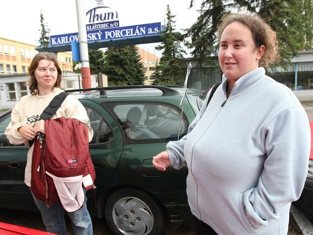 Finanční i existenční problémy má v současnosti podnik Karlovarský porcelán v Klášterci nad Ohří. Tamní pracovníci se bojí, že přijdou o svá místa.