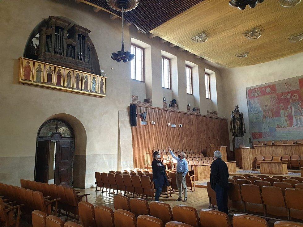 Barokní varhany v Karolinu pocházejí z jezuitského kostela v Chomutově.