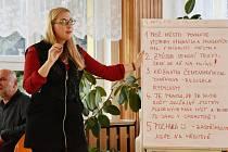 První ze série pravidelných setkání s veřejnosti se v Jirkově odehrálo na základní škole v ulici Budovatelů.