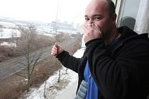 KDE MÁME ODVOLÁNÍ? Marek Braun má skladiště, ze kterého se valí dým, každý den na očích. On, jeho rodina i sousedé musí dýchat vzduch prosycený škodlivinami