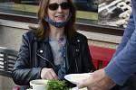 V Kadani,Klášterci nad Ohří a v Chomutově si lidé užívali otevření restauračních zahrádek.V některých zařízeních zahrádky byly prázdné.