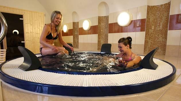 První, kdo vyzkoušel vířivku a finskou saunu, byly naše modelky Michaela  a Eliška .