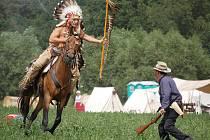 Nerovný boj. Indiánský náčelník na koni a kavalerista bez střelného prachu...