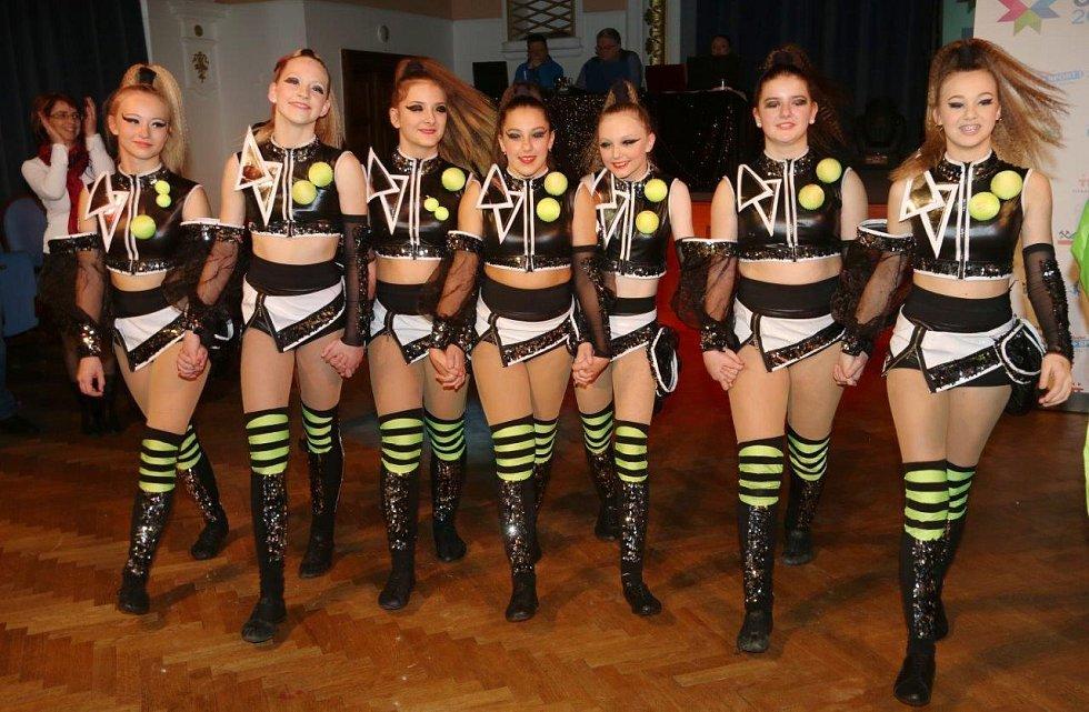 Sedmičlenná formace z chomutovské taneční školy Beethoven DC vytancovala na olympiádě pro Ústecký kraj zlatou medaili.