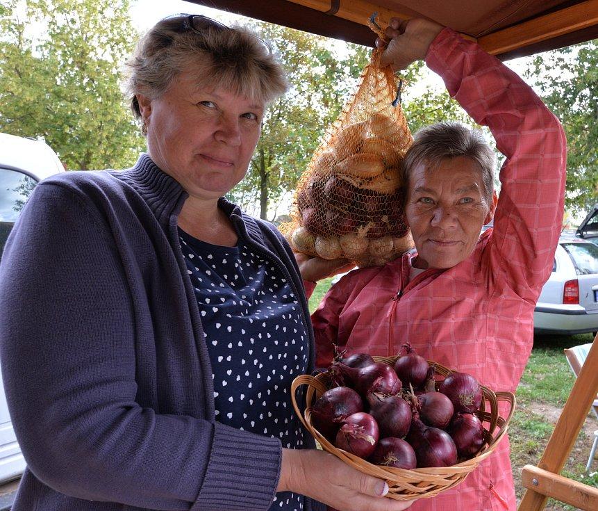 V Droužkovicích na Chomutovsku na koupališti se konaly farmářské trhy. Bohatá tombola zelenina uzeniny a kulturní program přilákal spoustu návštěvníků.