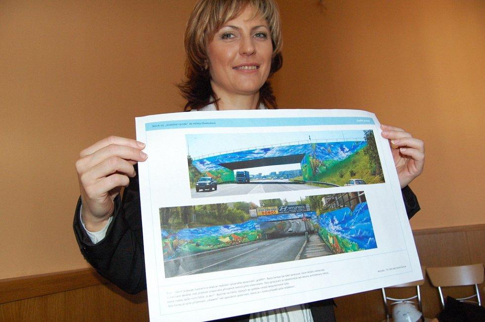 Chomutovská primátorka Ivana Řápková s projekty vjezdů na Pražské ulici v Chomutově.