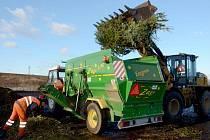 Stromky je potřeba rozdrtit na malé kousky. Fermentor je pak přemění na kvalitní kompost.