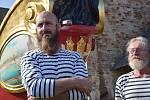 Bissona Praga bude reprezentovat naše hlavní město v Benátkách. Do barokní krásy ji oděli umělci z Chomutovska a okolí. Na snímku je akademický sochař Jiří Němec.