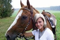Finalistkám to po boku s koňmi slušelo. Na snímku Marcela Gunázerová z Kadaně.