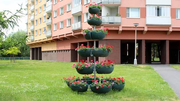 Poznáte, v kterém městě je k vidění tento okrasný květináč?