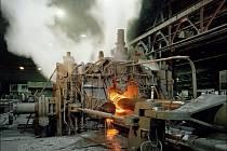 Válcovny v Chomutově se chtějí zaměřit na specializované kovové výrobky. Na snímku jeden ze zdejších obrovských strojů.