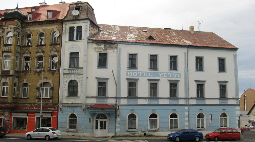 Bývalý hotel Yetti ve Vejprtech.