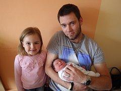 Agáta Vinterová se narodila 12. září 2017 ve 12.57 hodin rodičům Leoně a Jakubovi Vinterovým. Měřila 51 cm a vážila 3,7 kg. Na snímku je i sestřička Anežka Zvolánková.