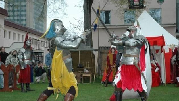 Také na letošních Chomutovských slavnostech nebudou chybět rytířské zápasy.