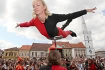 CÍSAŘSKÝ DEN v Kadani nabídne opět spoustu zábavy. Kromě kejklířů a artistů se můžete těšit také na rytířské souboje, ohňové divadlo, dobový jarmark a mnoho dalšího.