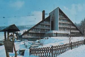 Chata Václava Řezáče byla později přejmenovaná na Hotel Nástup.