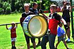 Do Perštejna přijeli fotbalisté z Chomutova na přátelské utkání.Na začátku hráli bubeníci na různé druhy bubnů a trumpet. Po utkání proběhl večer na koupališti s folkovou kapelou.