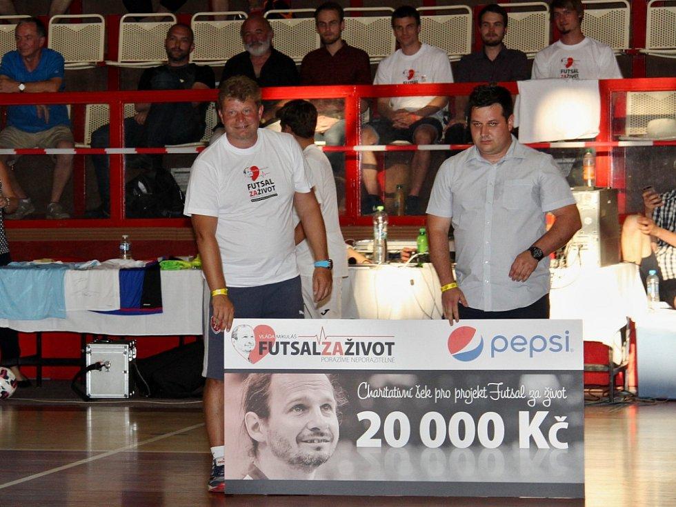 Tomáš Neumann (vlevo) při charitativní akci v Chomutově