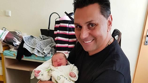 Hokejový kouč Vladimír Růžička se stal potřetí tátou. Jeho manželka Marie přivedla na svět v úterý 10. října dceru Lejlu.