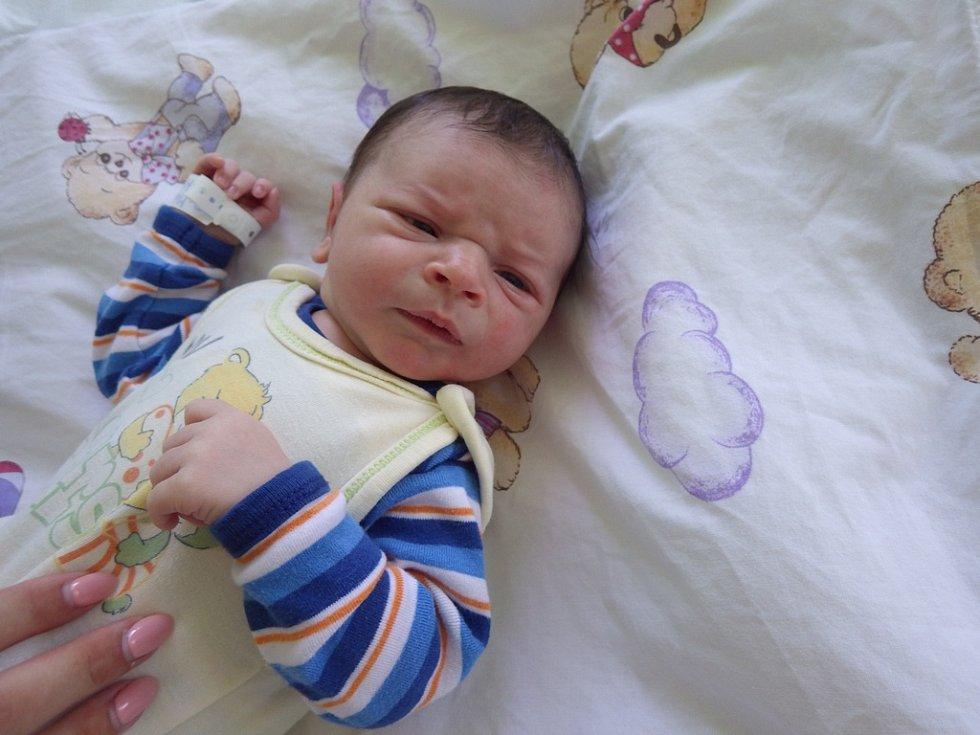 Svého prvního syna se dne 5.8.2017 ve 14:54 hodin dočkala maminka Zuzana Eduardo. Malý Matyáš Moutelík na svět vykoukl v kadaňské porodnici, a to s mírami 3,96 kg a 53 cm. Svůj domov bude mít i se svým tatínkem Zdeňkem Moutelíkem v Chomutově.